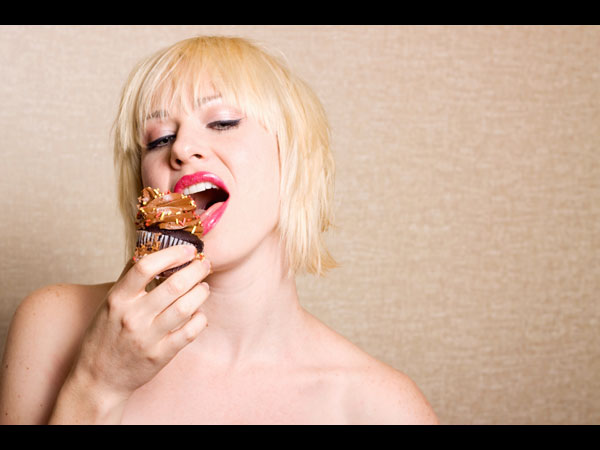 images%2Fslides%2F02_nakedchocolateeating