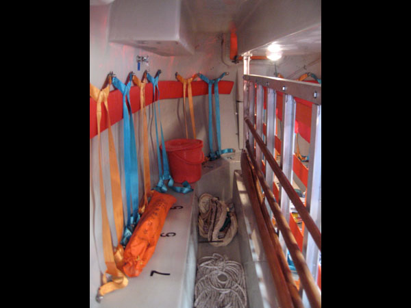 images%2Fslides%2F10_Lifeboat-interior