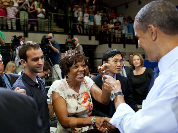 images%2Fslides%2F25_People_Excited_To_See_Obama_12