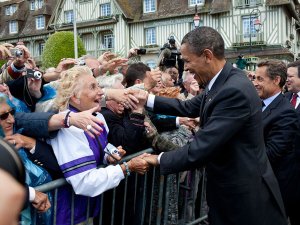 images%2Fslides%2F25_People_Excited_To_See_Obama_14