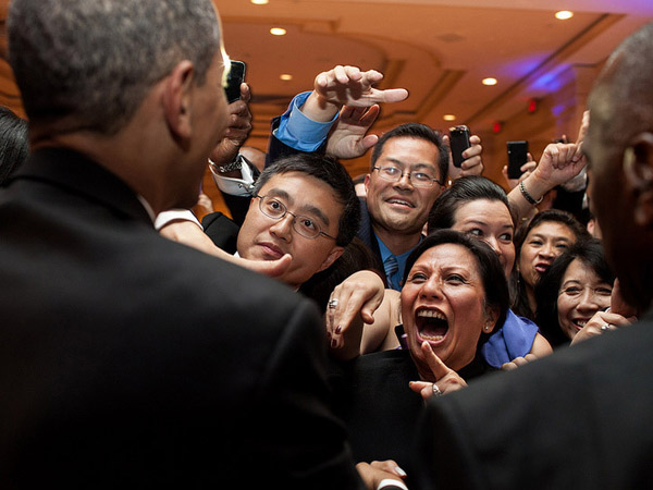 images%2Fslides%2F25_People_Excited_To_See_Obama_16