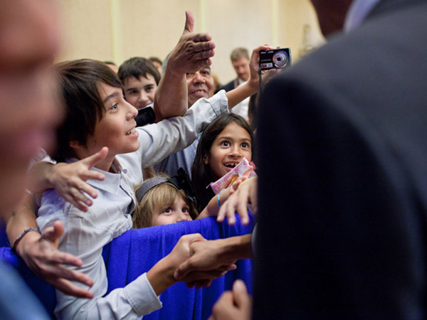 images%2Fslides%2F25_People_Excited_To_See_Obama_03